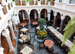 Hotel-Innenhof in Quito